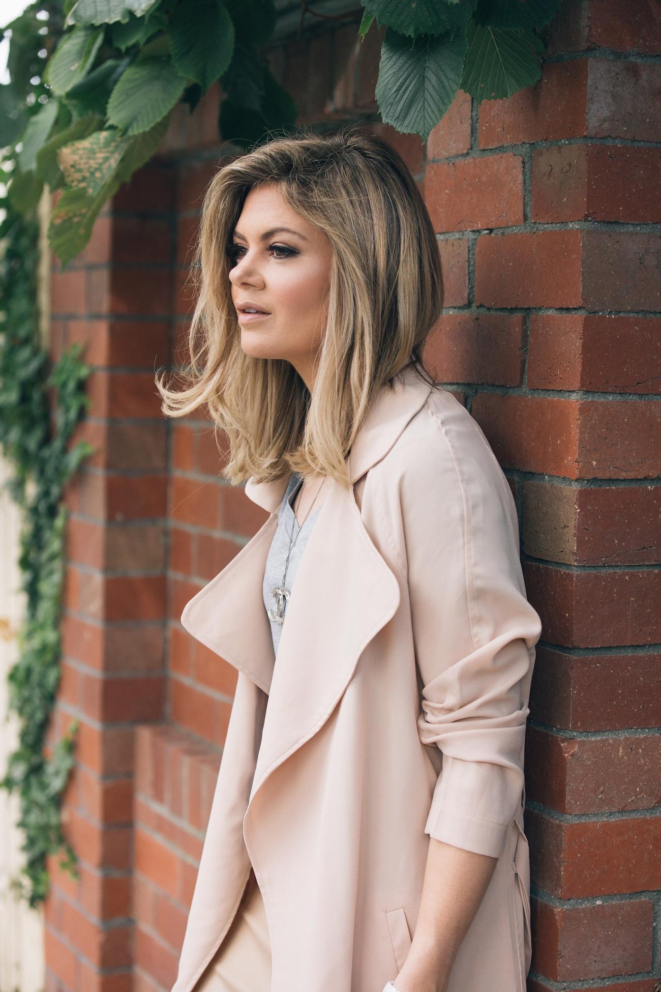 trench-coat-blogger